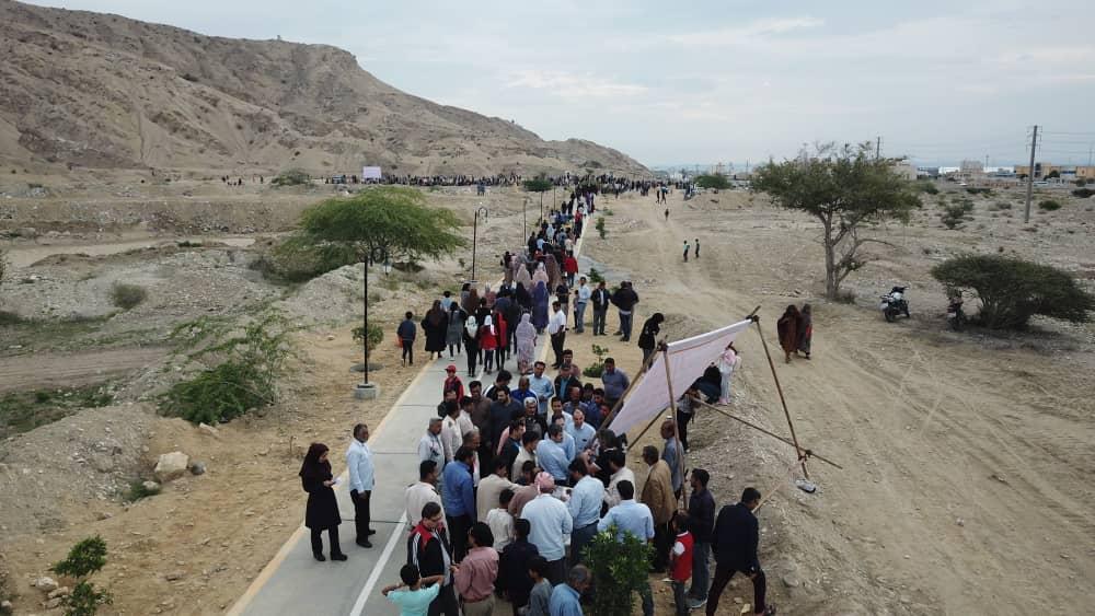 همایش پیاده روی همگانی در جاده سلامت سیمان هرمزگان برگزار شد